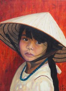Schilderij van een jong Vietnamees meisje met rieten hoed op haar hoofd en tegen een roodoranje achtergrond