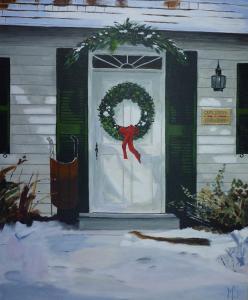 Schilderij van een besneeuwde voortuin van een huis met een witte voordeur die met een kerstkrans en kersttakken versierd is